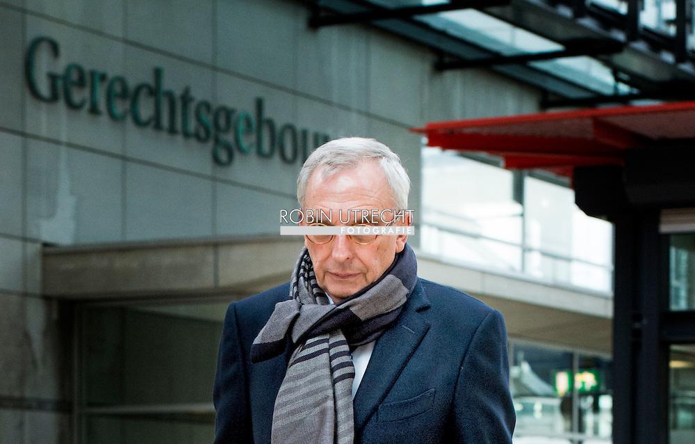 eigen ROTTERDAM - Oud-wethouder Jos van Rey  bij de rechtbank in Rotterdam voor de inhoudelijk behandeling van zijn strafzaak. Van Rey wordt onder andere verdacht van het aannemen van smeergeld en het doorspelen van vertrouwelijke informatie.  Inhoudelijke behandeling strafzaak Jos van Rey  copyright roin utrecht