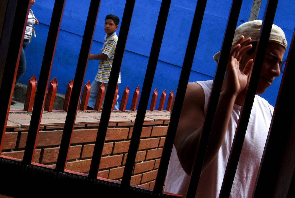 COLOR WHISPERS<br /> Caracas, Venezuela 2008<br /> Photography by Aaron Sosa