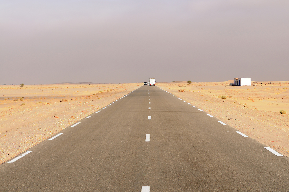 The tarred road between Nouadhibou and Nouakchott which goes through the sahara, Western Africa, Mauretania, Africa