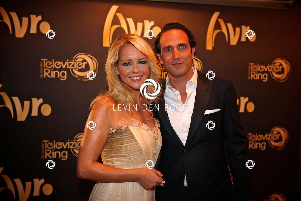 AMSTERDAM - In theater Carre is de Gouden Televizier Ring gala weer geweest.  Met op de foto Chantal Janzen en haar partner Marco Geeratz. FOTO LEVIN DEN BOER - PERSFOTO.NU