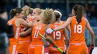 ANTWERPEN -  Vreugde bij Oranje nadat Maartje Paumen de stand op 1-0 heeft gebracht  tijdens de wedstrijd tussen de vrouwen van Nederland en Japan bij de poulewedstrijd in de Hockey World League.  ANP KOEN SUYK