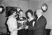 17/04/1961<br /> 04/17/1961<br /> 17 April 1961<br /> A.E.I. Gala Ltd. press reception at the Gresham Hotel Dublin. Miss Noell Middleton, (third from left) Sligo born film star presents prizes at the reception.