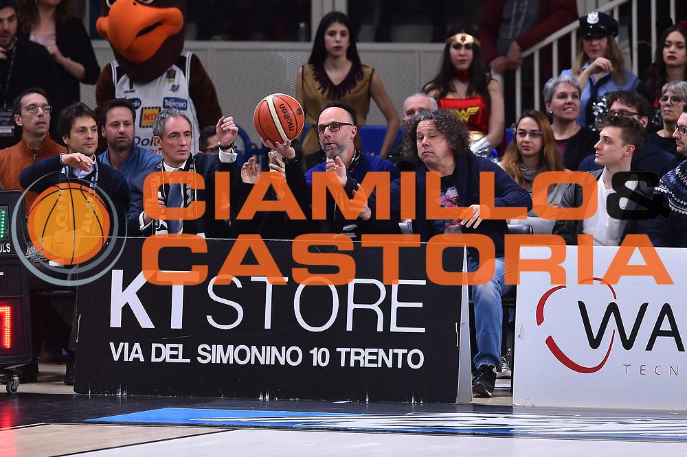 Campionato Italiano Legabasket 2017/18<br /> 19^ Giornata - Ritorno - 10/0272018 <br /> Dolomiti Energia Trentino - Red October Cant&ugrave;<br /> Nella foto tifosi palla curiosit&agrave; <br /> Foto GiulioCiamillo/Ciamillo-Castoria