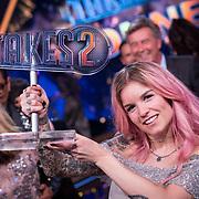 NLD/Baarn/20180410 - 2018 finale 'It Takes 2, Dionne Slagter en haar troffee
