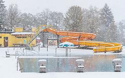 28.04.2017, Piesendorf, AUT, Wintereinbruch in Salzburg, im Bild das geschlossene Freibad im Schneefall // The closed outdoor pool during heavy Snowfall in Piesendorf, Austria on 2017/04/28. EXPA Pictures © 2017, PhotoCredit: EXPA/ JFK