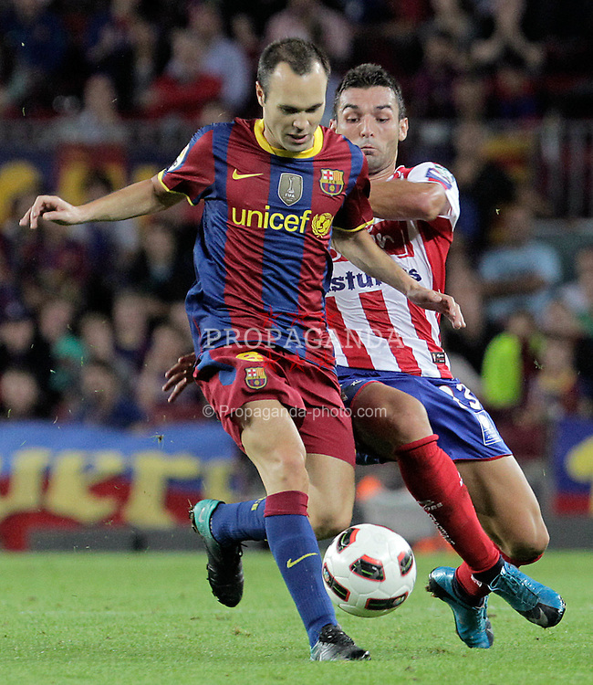22.09.2010, Camp Nou, Madrid, ESP, Primera Division, FC Barcelona vs Sporting Gijon, im Bild FC Barcelona's Andres Iniesta (l) and Sporting de Gijon's David Barral during La Liga match. EXPA Pictures © 2010, PhotoCredit: EXPA/ Alterphotos/ Acero +++++ ATTENTION - OUT OF SPAIN / ESP +++++