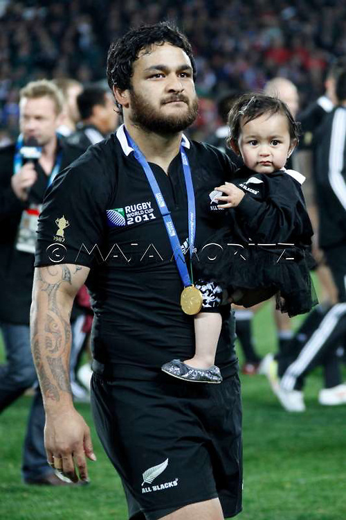 The All Blacks are the 2011 world champions, Piri WEEPU (New Zealand) and daughter