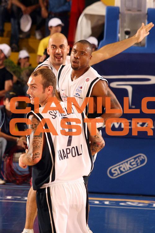 DESCRIZIONE : Napoli Lega A1 2005-06 Play Off Quarti Finale Gara 3 Carpisa Napoli Snaidero Udine<br /> GIOCATORE : Spinelli Hunter Morena<br /> SQUADRA : Carpisa Napoli<br /> EVENTO : Campionato Lega A1 2005-2006 Play Off Quarti Finale Gara 3<br /> GARA : Carpisa Napoli Snaidero Udine <br /> DATA : 24/05/2006 <br /> CATEGORIA : esultanza<br /> SPORT : Pallacanestro <br /> AUTORE : Agenzia Ciamillo-Castoria/G.Ciamillo