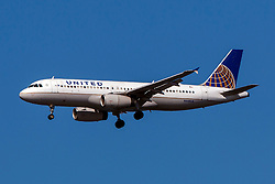Airbus A320-232 (N448UA) operated by United Airlines on approach to San Francisco International Airport (KSFO), San Francisco, California, United States of America