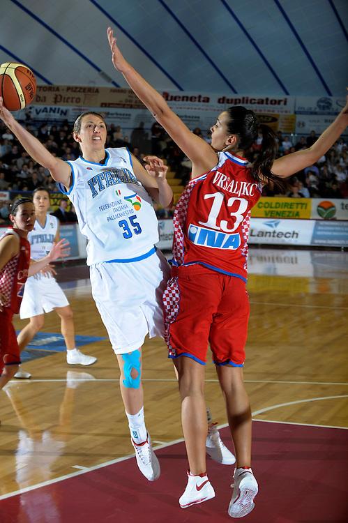 DESCRIZIONE : Venezia Additional Qualification Round Eurobasket Women 2009 Italia Croazia<br /> GIOCATORE : Laura Macchi<br /> SQUADRA : Nazionale Italia Donne<br /> EVENTO : Italia Croazia<br /> GARA :<br /> DATA : 10/01/2009<br /> CATEGORIA : Tiro<br /> SPORT : Pallacanestro<br /> AUTORE : Agenzia Ciamillo-Castoria/M.Gregolin<br /> Galleria : Fip Nazionali 2009<br /> Fotonotizia : Venezia Additional Qualification Round Eurobasket Women 2009 Italia Croazia<br /> Predefinita :