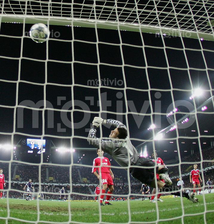 Fussball International Champions League 2005/2006 FC Thun 2-4 Ajax Amsterdam Tor zum 1-2, FC T Torwart Eldin Jakupovic machtlos