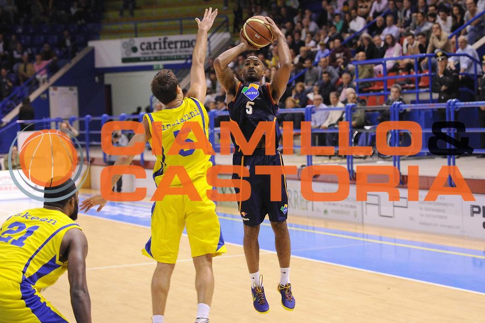 DESCRIZIONE : Porto San Giorgio Lega A 2013-14 Sutor Montegranaro Virtus Roma<br /> GIOCATORE : Phil Goss<br /> CATEGORIA : tiro<br /> SQUADRA : Virtus Roma<br /> EVENTO : Campionato Lega A 2013-2014<br /> GARA : Sutor Montegranaro Virtus Roma<br /> DATA : 13/10/2013<br /> SPORT : Pallacanestro <br /> AUTORE : Agenzia Ciamillo-Castoria/C.De Massis<br /> Galleria : Lega Basket A 2013-2014  <br /> Fotonotizia : Porto San Giorgio Lega A 2013-14 Sutor Montegranaro Virtus Roma<br /> Predefinita :