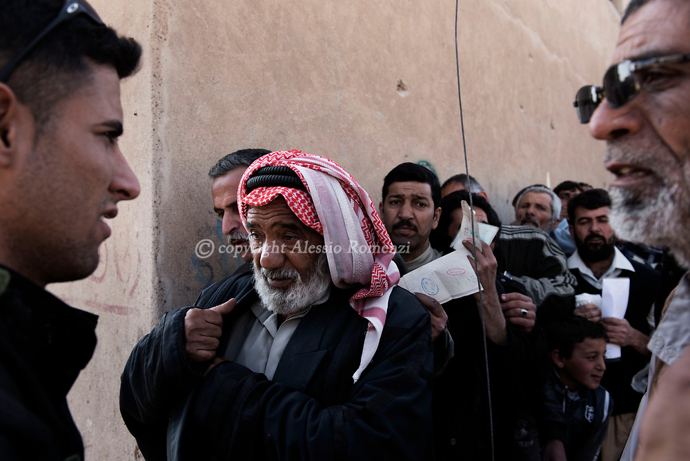 Iraq, Mosul: Civilians lineup for an local ngo food distribution in west Mosul. Alessio Romenzi