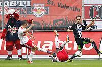 Fotball<br /> Østerrike<br /> Foto: Gepa/Digitalsport<br /> NORWAY ONLY<br /> <br /> SALZBURG,AUSTRIA,30.SEP.12 - FUSSBALL - tipp3 Bundesliga powered by T-Mobile, Red Bull Salzburg vs SK Sturm Graz. <br /> <br /> Bild zeigt Valon Berisha, Sadio Mane (RBS) und Michael Madl (Sturm).