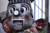 STATUA IN CARTAPESTA.<br /> Il carnevale di Gallipoli è tra i più noti della Puglia. La sua tradizione è antichissima ed è documentata, oltre che in atti e documenti settecenteschi, anche da radici folcloristiche che affondano le origini in epoca medioevale, tramandate fino ad oggi dallo spirito popolare. La prima edizione (per come la conosciamo) risale al 1941; nel 2014 sarà l'edizione numero 73.<br /> La manifestazione carnascialesca è organizzata dall' Associazione Fabbrica del Carnevale, nata nel febbraio 2013 con la finalità diorganizzare, promuovere e riportare in auge il Carnevale della Cittàdi Gallipoli. L'Associazione raccoglie al suo interno i maestri cartapestai Gallipolini e tanti giovani artisti, che vogliono valorizzare il Carnevale della città bella. Presidente dell'Associazione è Stefano Coppola.<br /> La manifestazione ha inizio il 17 gennaio, giorno di sant'Antonio Abate (te lu focu = del fuoco), con la Grande Festa del Fuoco, quando si accende con la tradizionale focara, un grande falò di rami d'ulivo. L'ultima domenica di carnevale e il martedì grasso lungo corso Roma, nel centro cittadino, si svolge la sfilata dei carri allegorici in cartapesta e dei gruppi mascherati corso Roma davanti a migliaia di spettatori provenienti da tutta la provincia di Lecce e da città pugliesi. Il tema dell'edizione di quest'anno è un omaggio a Walter Elias Disney.<br /> <br /> STATUE IN CARDBOARD.<br /> The Carnival of Gallipoli is among the best known of Puglia. Its tradition is very old and is documented , as well as records and documents in the eighteenth century , as well as folkloric roots that sink their roots in medieval times , handed down today by the popular spirit . The first edition dates back to 1941 and in 2014 will be the edition number 73 .<br /> The carnival is organized by the Association of Carnival Factory , founded in February 2013 with the objective to organize, promote and revive the Carnival of the city of Gallipoli. The Association collect