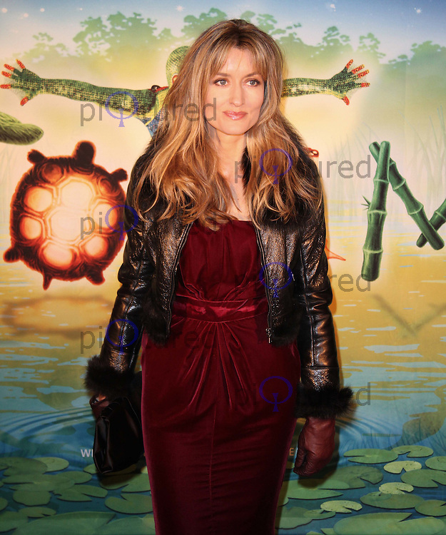 Natasha McElhone Cirque Du Soleil Totem Press Night Premiere, Royal Albert Hall, London, UK, 05 January 2011:  Contact: Ian@Piqtured.com +44(0)791 626 2580 (Picture by Richard Goldschmidt)