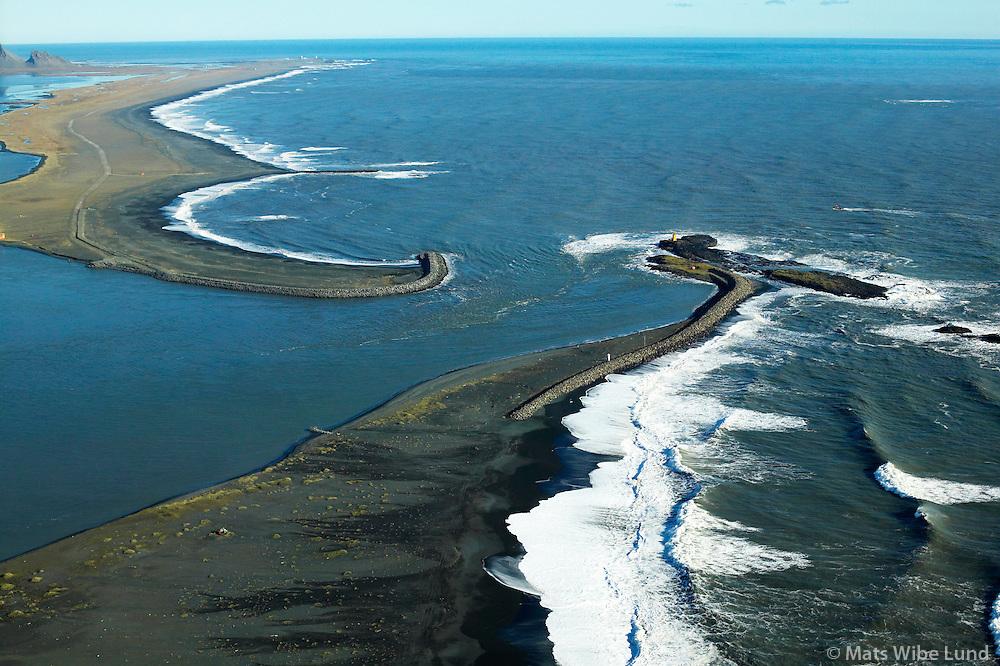 Innsigling a&eth; H&ouml;fn, Hornafj&ouml;r&eth;ur s&eacute;&eth; til austurs<br /> Entrance to harbour of Hofn, Hornafjordur viewing east.