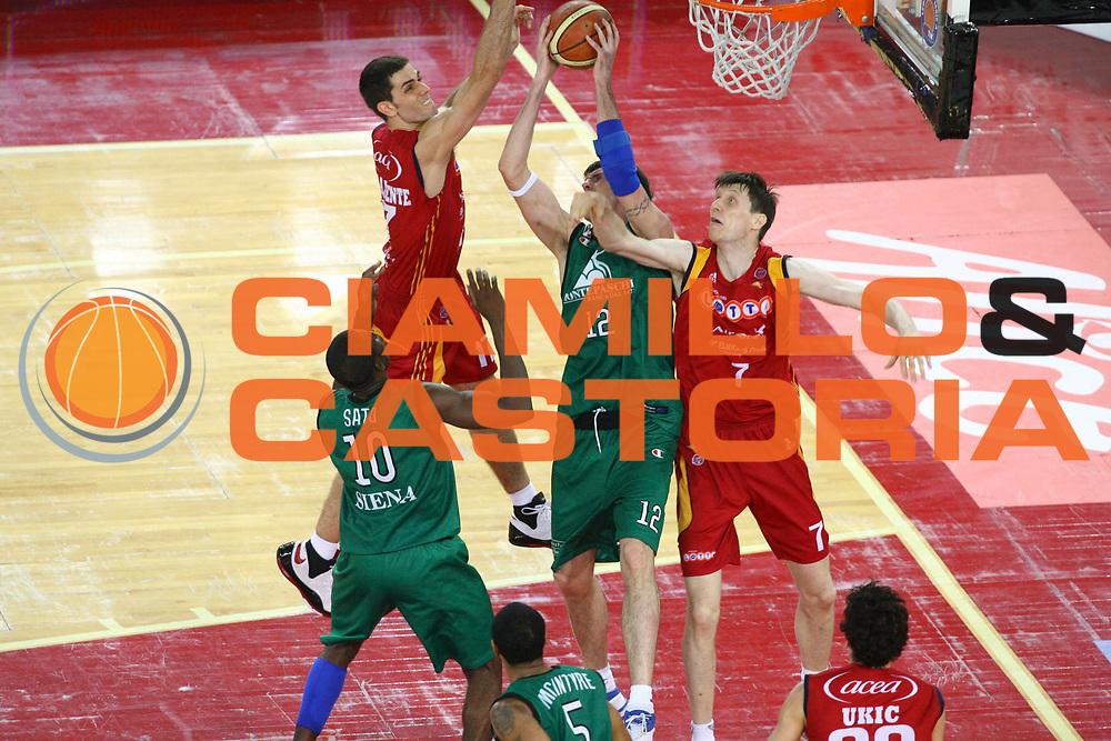 DESCRIZIONE : Roma Lega A1 2007-08 Playoff Finale Gara 4 Lottomatica Virtus Roma Montepaschi Siena<br /> GIOCATORE : Lavrinovic Ksistof<br /> SQUADRA : Montepaschi Siena<br /> EVENTO : Campionato Lega A1 2007-2008 <br /> GARA : Lottomatica Virtus Roma Montepaschi Siena <br /> DATA : 10/06/2008 <br /> CATEGORIA : Rimbalzo<br /> SPORT : Pallacanestro <br /> AUTORE : Agenzia Ciamillo-Castoria/G. Ciamillo
