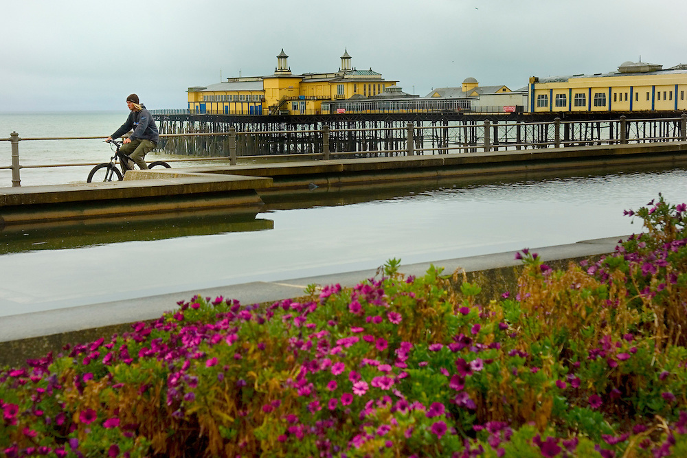 The Promenade and the Pier on a rainy day, hastings, East Sussex, England