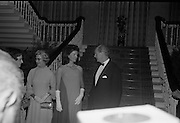 An Taoiseach Mr. Jack Lynch T.D. entertains  Mrs. Jackie Kennedy at a reception at St. Patrick's Hall, Dublin Castle.<br /> 30.06.1967