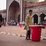 Preparing the meal to break the fast of Ramadan's last day, at Delhi's Jama Masjid.
