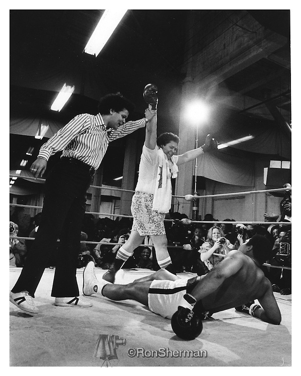 Julian Bond refereeing declaring the Mayor winner over Ali. Boxer Mohammed Ali and Atlanta Mayor Maynard Jackson in Exhibition Boxing Match in Atlanta, Georgia in 1972.
