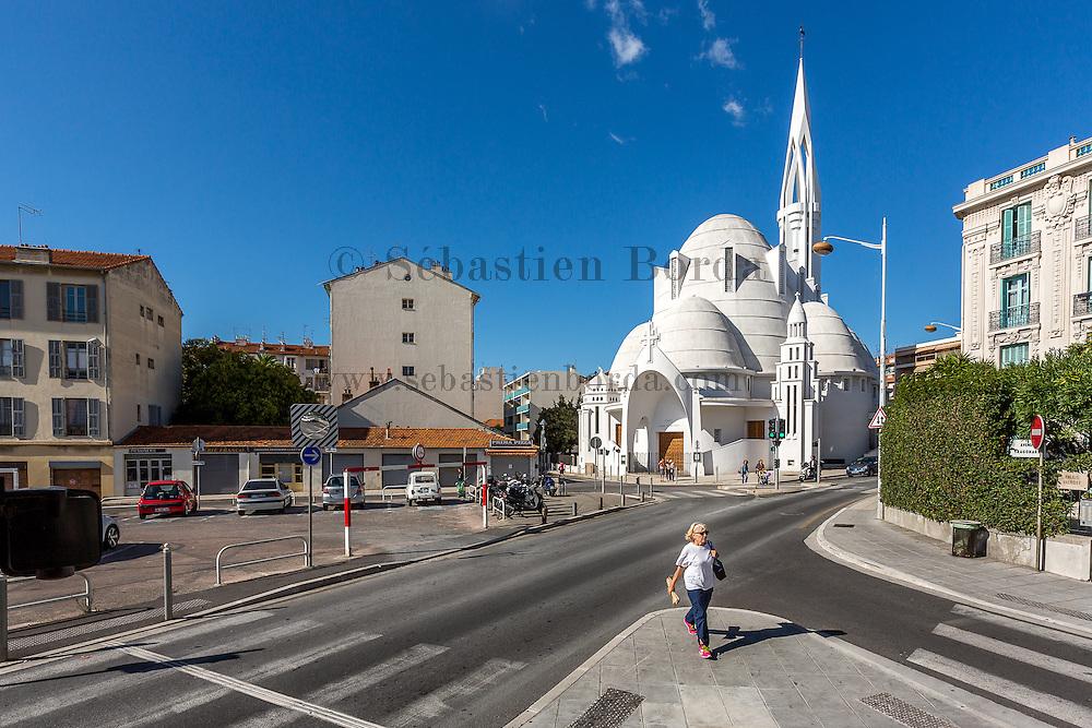 Vue sur la cathédrale Sainte Jeanne d'Arc // Sainte Jeanne d'Arc cathedral