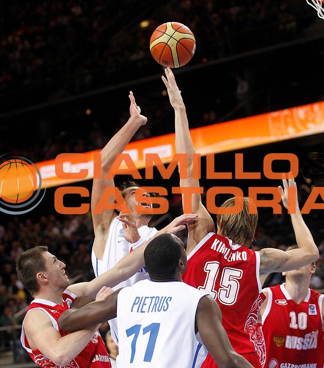 DESCRIZIONE : Kaunas Lithuania Lituania Eurobasket Men 2011 Semifinali Semi Final Round Francia Russia France Russia<br /> GIOCATORE : Joakim Noah<br /> SQUADRA : Francia France<br /> EVENTO : Eurobasket Men 2011<br /> GARA : Francia Russia France Russia<br /> DATA : 16/09/2011 <br /> CATEGORIA : tiro shot<br /> SPORT : Pallacanestro <br /> AUTORE : Agenzia Ciamillo-Castoria/L.Kulbis<br /> Galleria : Eurobasket Men 2011 <br /> Fotonotizia : Kaunas Lithuania Lituania Eurobasket Men 2011 Semifinali Semi Final Round Francia Russia France Russia<br /> Predefinita :