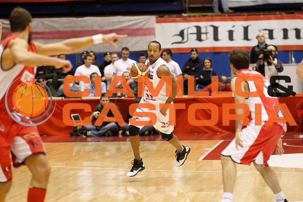 DESCRIZIONE : Milano Campionato Lega A 2011-12 EA7 Emporio Armani Milano Scavolini Siviglia Pesaro<br /> GIOCATORE : Jr Ernest Bremer<br /> CATEGORIA : Palleggio<br /> SQUADRA : EA7 Emporio Armani Milano<br /> EVENTO : Campionato Lega A 2011-2012<br /> GARA : EA7 Emporio Armani Milano Scavolini Siviglia Pesaro<br /> DATA : 29/01/2012<br /> SPORT : Pallacanestro<br /> AUTORE : Agenzia Ciamillo-Castoria/G.Cottini<br /> Galleria : Lega Basket A 2011-2012<br /> Fotonotizia : Milano Campionato Lega A 2011-12 EA7 Emporio Armani Milano Scavolini Siviglia Pesaro<br /> Predefinita :
