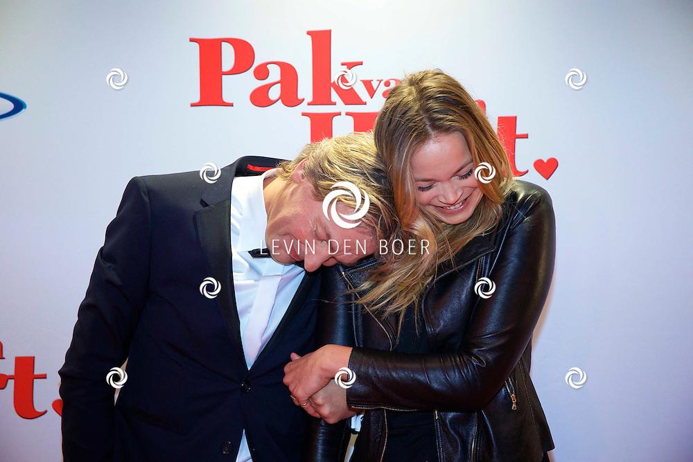 HILVERSUM - In de nieuwe JT Bioscoop is de eerste film 'Pak van mijn Hart' in premiere gegaan. Met hier op de foto  Matthijs van Nieuwkerk met dochter Jet. FOTO LEVIN DEN BOER - PERSFOTO.NU