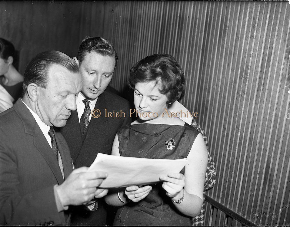 05/02/1960<br /> 02/05/1060<br /> 05 February 1960 <br /> Premiere of Mise Eire at the Regal Cinema, Dublin. Image shows Sean &Oacute; Siothchain, Assistant Secretary of the GAA and Trustee of Gael Linn, and Riobard Mac G&oacute;r&aacute;in of Gael Linn at the screening.