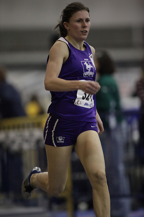 Windsor, Ontario ---12/03/09--- Jen Cotten of  the University of Western Ontario competes in the Women's pentathlon 800m at the CIS track and field championships in Windsor, Ontario, March 12, 2009..Sean Burges Mundo Sport Images