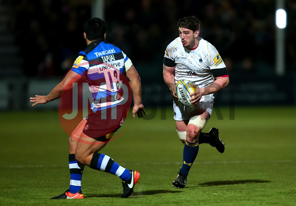 Sam Lewis of Worcester Warriors takes on Ben Tapuai of Bath Rugby - Mandatory by-line: Robbie Stephenson/JMP - 05/01/2018 - RUGBY - Sixways Stadium - Worcester, England - Worcester Warriors v Bath Rugby - Aviva Premiership