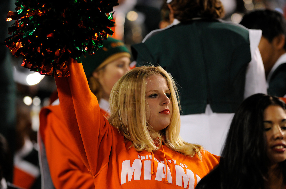 2009 Miami Hurricanes Football vs Wisconsin - Champs Sports Bowl