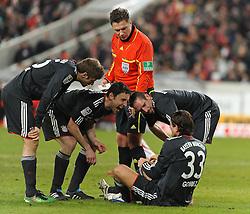 19.12.2010, Mercedes Benz Arena , Stuttgart, GER, 1.FBL, VfB Stuttgart vs FC Bayern Muenchen, im Bild vl. Thomas Mueller (Bayern #25), Mark van Bommel (Bayern #17), Thorsten Kinhoefer (Schiedsrichter), Franck Ribery (Bayern #7), Mario Gomez (Bayern #33), EXPA Pictures © 2010, PhotoCredit: EXPA/ nph/  Roth       ****** out ouf GER ******