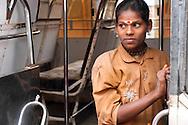 INDE<br /> Jeune fille dans un bus.