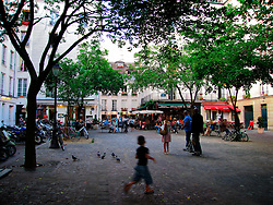 FRANCE PARIS 27JUL07 - Lively square with bars, brasseries and restaurants in Marais, central Paris.. . jre/Photo by Jiri Rezac. . © Jiri Rezac 2007. . Contact: +44 (0) 7050 110 417. Mobile:  +44 (0) 7801 337 683. Office:  +44 (0) 20 8968 9635. . Email:   jiri@jirirezac.com. Web:    www.jirirezac.com. . © All images Jiri Rezac 2007 - All rights reserved.
