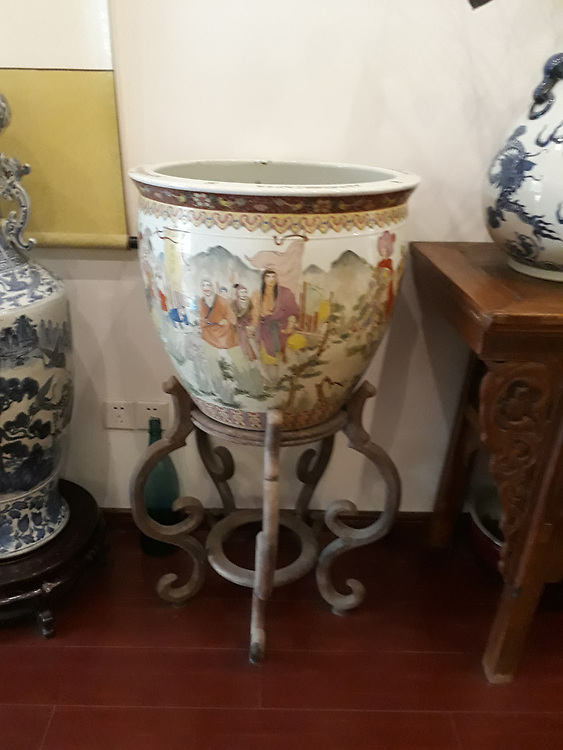 HAND PAINTED POT ON WHITE PORCELAIN
