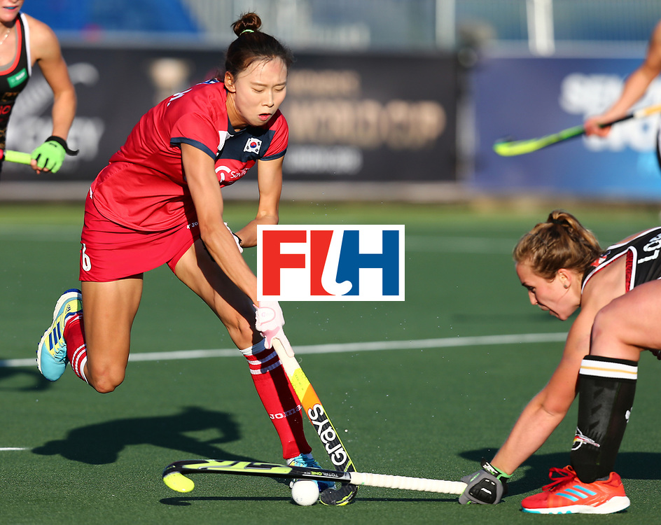 New Zealand, Auckland - 22/11/17  <br /> Sentinel Homes Women&rsquo;s Hockey World League Final<br /> Harbour Hockey Stadium<br /> Copyrigth: Worldsportpics, Rodrigo Jaramillo<br /> Match ID: 10303 - GER vs KOR<br /> Photo: (2) CHA Yesol6  against (4) LORENZ Nike