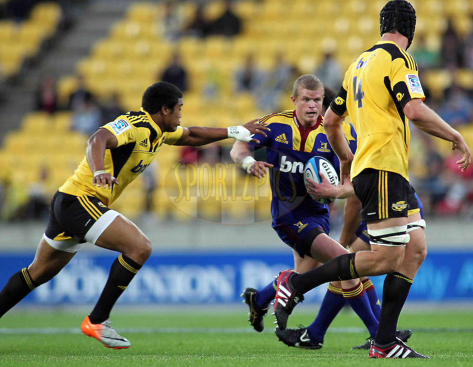 Highlanders Kendrick Lynn with ball in hand. Super 15 - Hurricanes v Highlanders, Westpac stadium, Wellington, 18 February 2011. PHOTO: Grant Down / photosport.co.nz