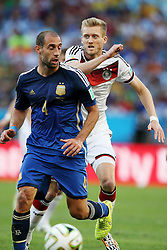 13.07.2014, Maracana, Rio de Janeiro, BRA, FIFA WM, Deutschland vs Argentinien, Finale, im Bild Benedikt HOEWEDES (GER ) hinter Pablo Zavaleta (ARG)) // during Final match between Germany and Argentina of the FIFA Worldcup Brazil 2014 at the Maracana in Rio de Janeiro, Brazil on 2014/07/13. EXPA Pictures © 2014, PhotoCredit: EXPA/ Eibner-Pressefoto/ Cezaro<br /> <br /> *****ATTENTION - OUT of GER*****