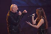 Finale The Voice of Holland in Studio 22, Hilversum<br /> <br /> Op de foto:  Isabel Provoost  met Paskal Jakobsen - Blof