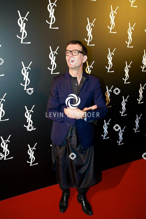 AMSTERDAM - In de Vondelkerk is de filmpremiere van 'Yves Saint Laurent' gehouden. Met op de rode loper  Piet Paris. FOTO LEVIN DEN BOER - PERSFOTO.NU