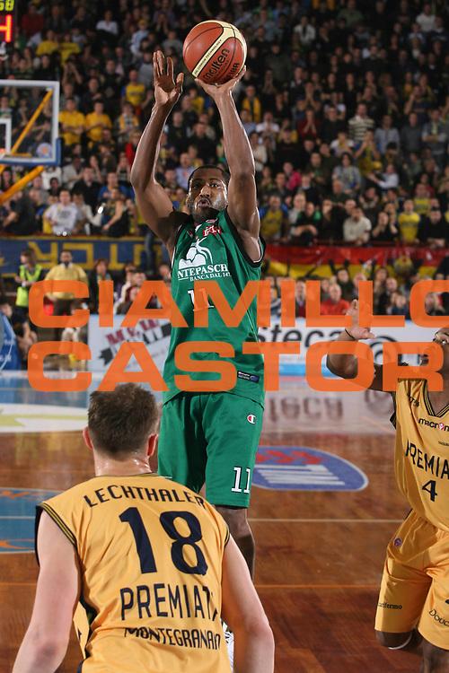 DESCRIZIONE : Porto San Giorgio Lega A1 2007-08 Premiata Montegranaro Montepaschi Siena <br /> GIOCATORE : Bootsy Thornton <br /> SQUADRA : Montepaschi Siena <br /> EVENTO : Campionato Lega A1 2007-2008 <br /> GARA : Premiata Montegranaro Montepaschi Siena <br /> DATA : 20/01/2008 <br /> CATEGORIA : Tiro <br /> SPORT : Pallacanestro <br /> AUTORE : Agenzia Ciamillo-Castoria/G.Ciamillo <br /> Galleria : Lega Basket A1 2007-2008 <br /> Fotonotizia : Porto San Giorgio Campionato Italiano Lega A1 2007-2008 Premiata Montegranaro Montepaschi Siena <br /> Predefinita :