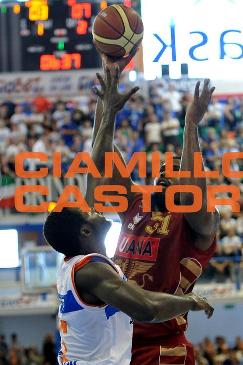 DESCRIZIONE : Brindisi Lega A 2012-13 Enel Brindisi Umana Venezia<br /> GIOCATORE : Williams Eric<br /> CATEGORIA : Tiro<br /> SQUADRA : Umana Venezia<br /> EVENTO : Campionato Lega A 2012-2013 <br /> GARA :  Enel Brindisi Umana Venezia<br /> DATA : 28/10/2012<br /> SPORT : Pallacanestro <br /> AUTORE : Agenzia Ciamillo-Castoria/V.Tasco<br /> Galleria : Lega Basket A 2012-2013  <br /> Fotonotizia : Brindisi Lega A 2012-13  Enel Brindisi Umana Venezia<br /> Predefinita :