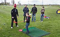 GOUDA - GOLFBAAN IJSSELWEIDE , kennismaken met golf tijdens Open Golfdag, jeugd doet mee aan spelletjes. COPYRIGHT KOEN SUYK