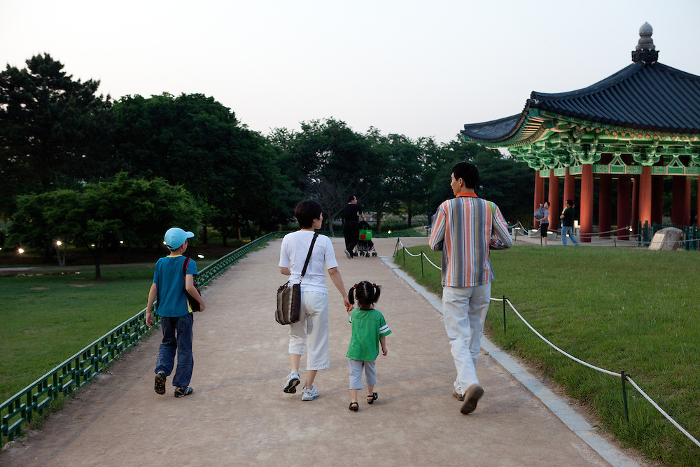 "Family during the evening at Anapji pond in the city of Gyeongju. Gyeongju was the capital of the ancient kingdom of Silla (57 BC - 935 AD) which ruled most of the Korean Peninsula between the 7th and 9th centuries. A vast number of archaeological sites and cultural properties from this period remain in the city. Gyeongju is often referred to as ""the museum without walls"". / Gyeongju, South Korea, Republic of Korea, KOR, 20th of May 2010."
