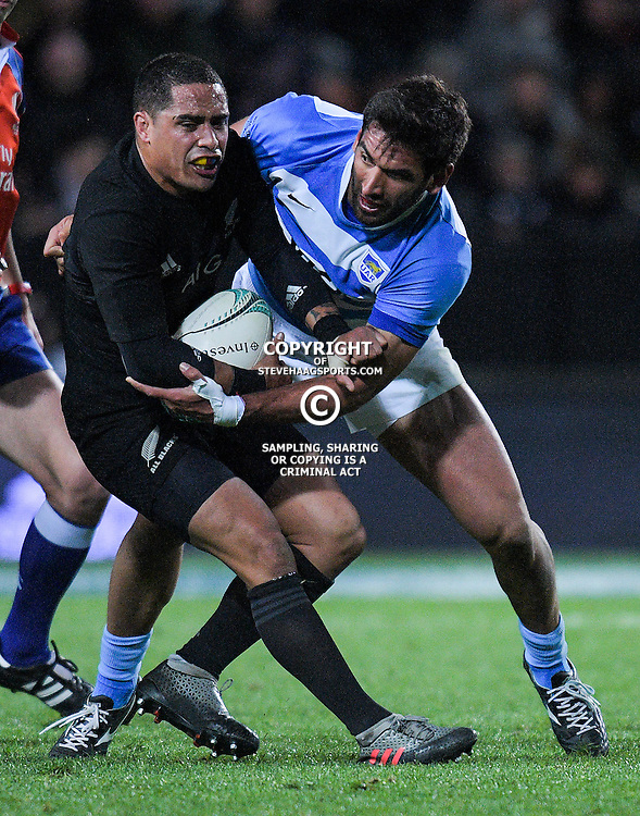 Matias Orlando tries to bring down Aaron Smith during The Rugby Championship match between the NZ All Blacks and Argentina Pumas at FMG Stadium in Hamilton, New Zealand on Saturday, 10 September 2016. Photo: Dave Lintott / lintottphoto.co.nz