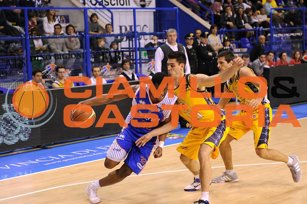 DESCRIZIONE : Porto San Giorgio Lega A 2010-11 Fabi Shoes Montegranaro Enel Brindisi<br /> GIOCATORE : Herve Toure<br /> SQUADRA : Enel Brindisi<br /> EVENTO : Campionato Lega A 2010-2011<br /> GARA : Fabi Shoes Montegranaro Enel Brindisi<br /> DATA : 27/03/2011<br /> CATEGORIA : palleggio penetrazione<br /> SPORT : Pallacanestro<br /> AUTORE : Agenzia Ciamillo-Castoria/C.De Massis<br /> Galleria : Lega Basket A 2010-2011<br /> Fotonotizia : Porto San Giorgio Lega A 2010-11 Fabi Shoes Montegranaro Enel Brindisi<br /> Predefinita :