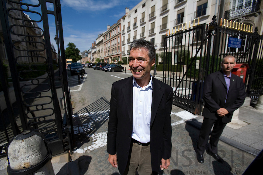 BRUSSELS - FRANCE - 01 AUGUST 2009 -- Anders Fogh Rasmussen tiltraadt som NATOs nye generalsekretaer her ved gitterporten, som lukker gaden af til hans nye embedsbolig i Bruxelles, for at tale med den danske presse.   Photo: Erik Luntang
